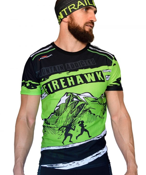 PERSPECTIVA DERECHA CAMISETA TRAIL RUNNING MODELO MOUNTAIN ADDICTED EN COLOR PISTACHO Y ESTAMPADO MONTAÑAS.