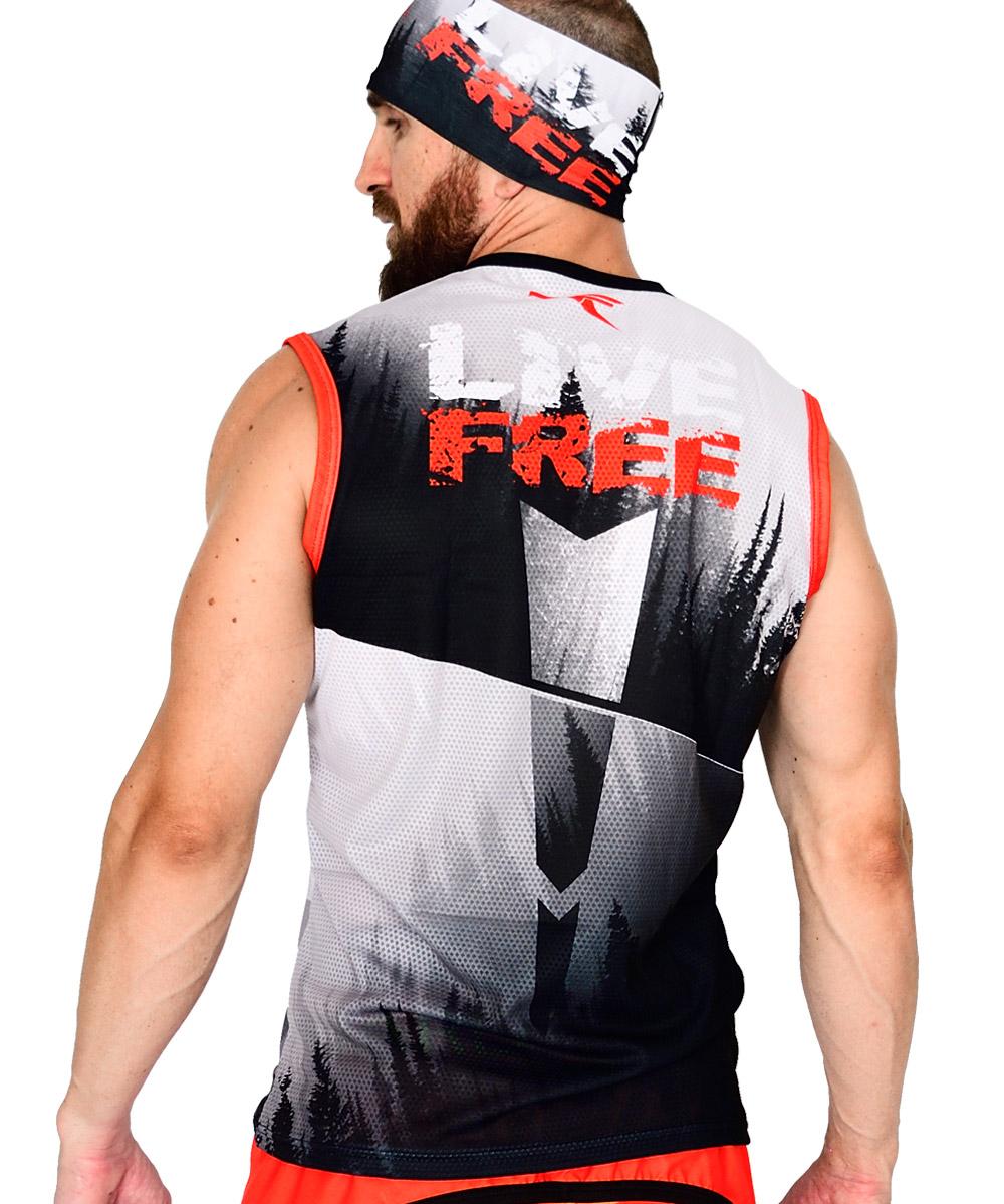 vista espalda camiseta de trail running sin mangas modelo run hard color blanco con estampados negros y rojos